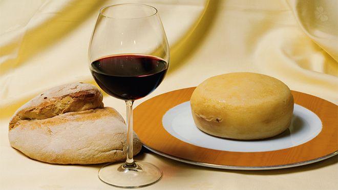 Wine bread and cheese 場所: Alentejo 写真: Turismo do Alentejo