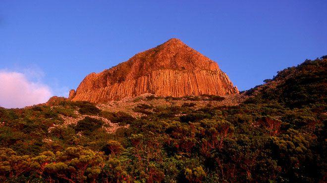 Rocha dos Bordões Place: Ilha das Flores nos Açores Photo: Turismo de Portugal