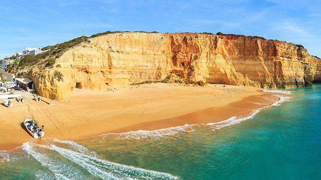 Praia de Benagil 地方: Lagoa 照片: Shutterstock_Marcin Krzyzak