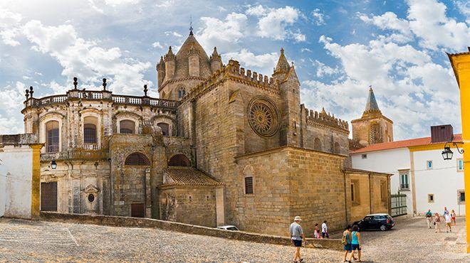 Sé Catedral de Évora Place: Évora Photo: Shutterstock / Fotoeventis