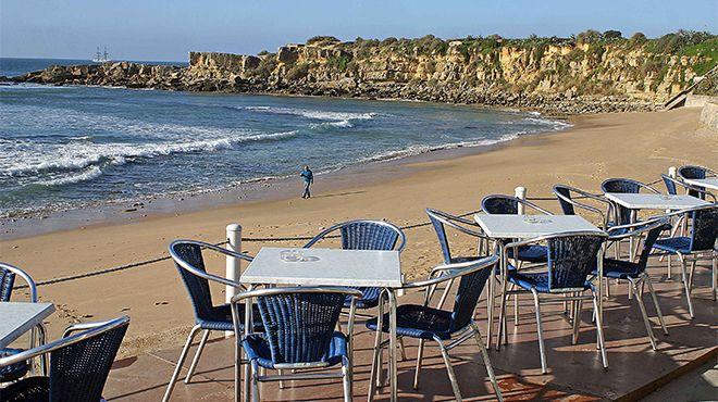 Praia de São Pedro do Estoril 場所: S. Pedro do Estoril 写真: JTC Estoril