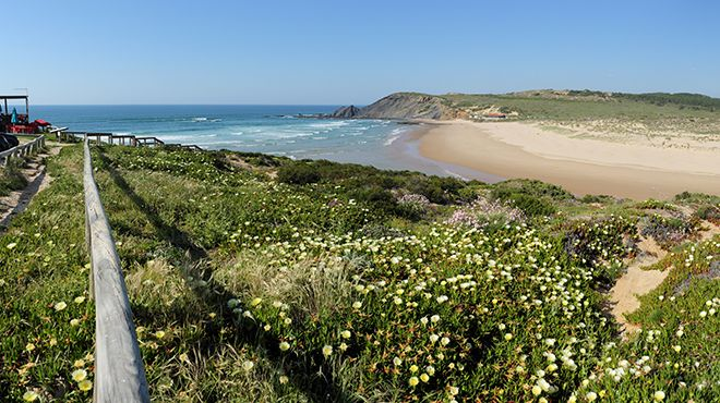 Praia da Amoreira 場所: Aljezur 写真: Shutterstock_Filipe Varela