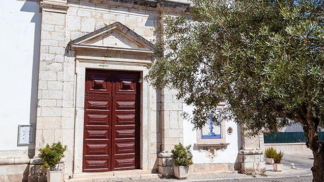 Igreja de Santo Estêvão ou do Santíssimo Milagre Место: Santarém Фотография: Shutterstock_StockPhotosArt