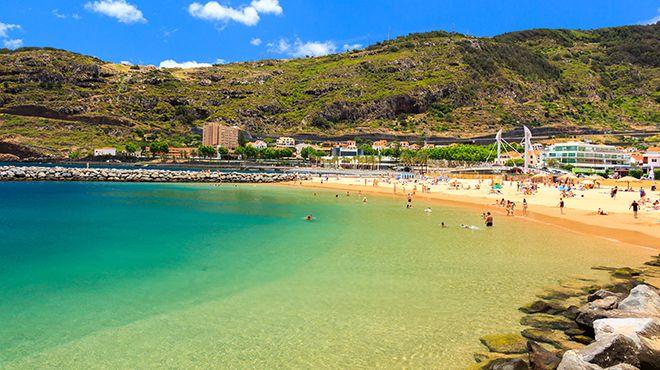 Praia Banda d'Além Lieu: Machico Photo: Shutterstock_MD_DaLiu