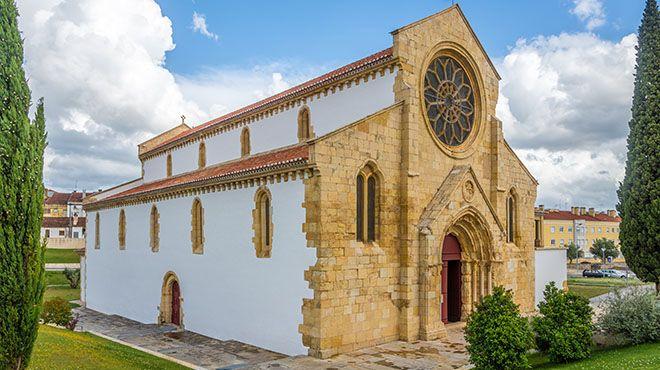 Church of Santa Maria do Olival in Tomar Ort: Tomar Foto: shutterstock_653758831_Por milosk50