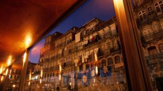 Cais de Gaia e Ribeira Place: Porto Photo: António Sá