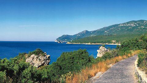 La sierra de Arrábida y el estuario del Sado   www.visitportugal.com