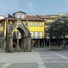 Largo Nossa Senhora da Oliveira場所: Guimarães写真: Associação de Turismo do Porto