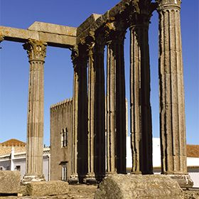 Templo romano de ÉvoraPhoto: M'Ar de AR Hotels