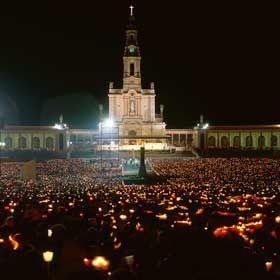 Pilgrimage to Fatima - Candlelight ProcessionOrt: Fátima