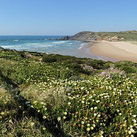Praia da AmoreiraLieu: AljezurPhoto: Shutterstock_Filipe Varela