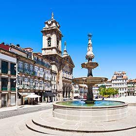 Largo do TouralLocal: GuimarãesFoto: Shutterstock_saiko3p