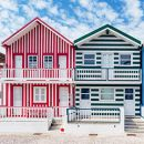 Costa Nova Houses_Aveiro 場所: Nova Houses_Aveiro 写真: shutterstock_alexilena