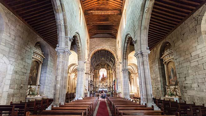 Igreja NSOliveira_Guimaraes_Shutterstock_saiko3p