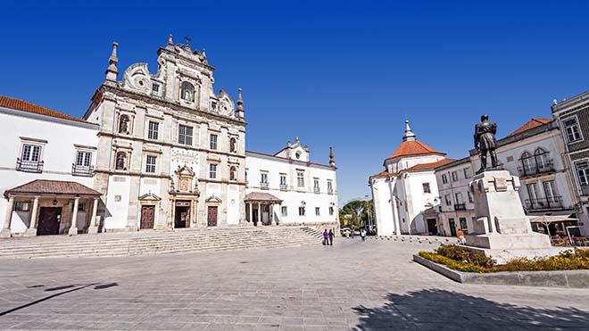 Santarem_Catedral-IgrejaNSConceição_Shutterstock-StockPhotosArt
