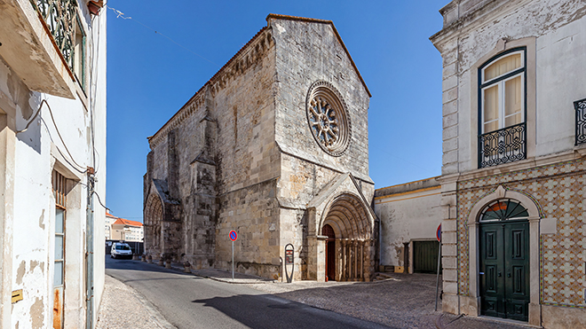 Santarem_IgrejaSJoaoAlporao_Shutterstock-StockPhotosArt