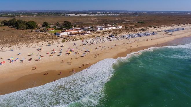 Praia do Barril_Tavira_shutterstock_SergioStakhnyk
